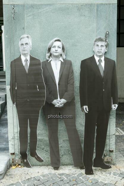 Werner Faymann, Maria Fekter, Michael Spindelegger, © Politikerfiguren by Neos, Fotos by finanzmarktfoto.at/Martina Draper (23.09.2013)