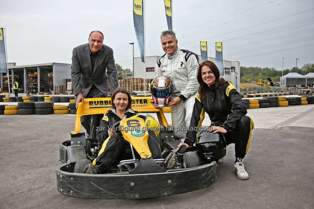 Gerald Hanisch (CEO RM), Leo Jindrak (Vorstandsmitglied Bäko), Traude Wagner-Rathgeb (International Sales RM), Sonja Stieber (GF Rostfilm), © Rubble Master HMH GmbH (27.09.2013)