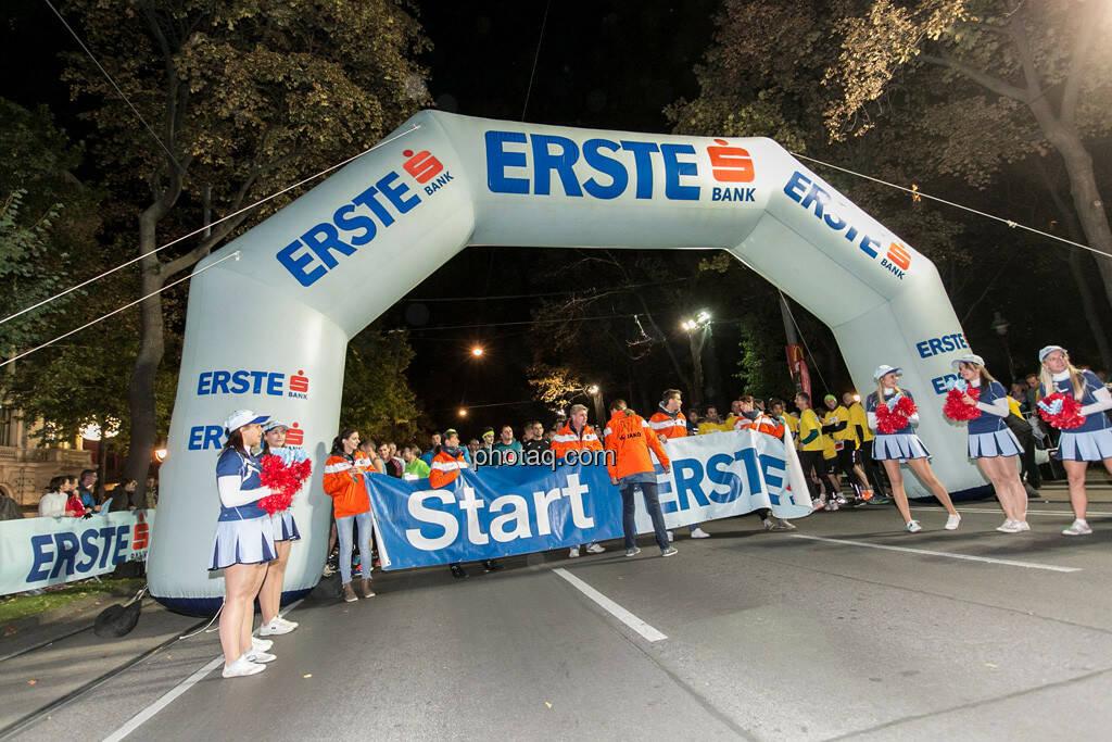 Erste Bank Vienna night run 2013, Startbereich, © finanzmartkfoto.at/Martina Draper/Josef Chladek (01.10.2013)