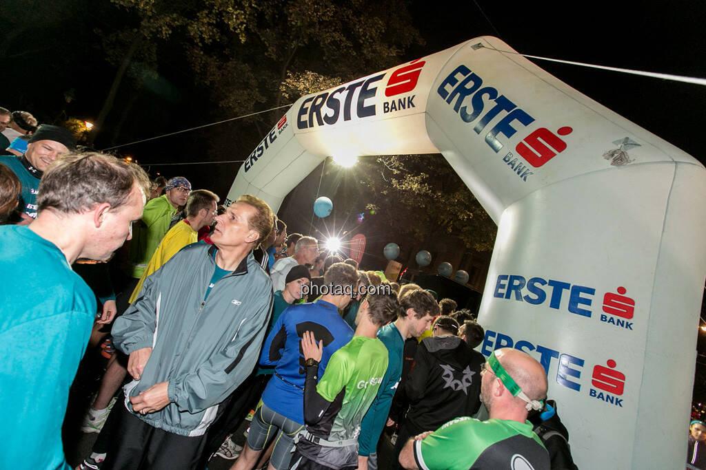 Erste Bank Vienna night run 2013, Startbereich, Läufer, © finanzmartkfoto.at/Martina Draper/Josef Chladek (01.10.2013)