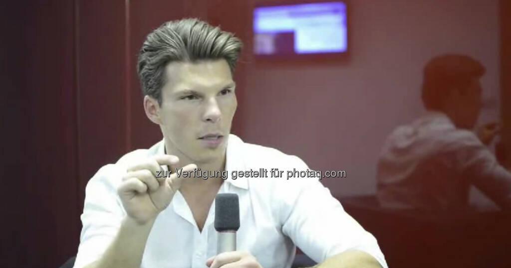 Florian Gschwandtner, CEO & Co-Founder, runtastic.com Fitness ist mein Leben, sagt runtastic-CEO und Co-Founder Florian Gschwandtner.  Ob man seinen Beruf auch mit einem anderen Werdegang als er machen könnte? Wenn Leute motiviert sind und Ziele vor den Augen haben, kann man alles schaffen, fast egal wie der Werdegang dahinter aussieht. Das Video (6:12 min) dazu unter: http://www.whatchado.net/videos/florian_gschwandtner, © whatchado (02.10.2013)