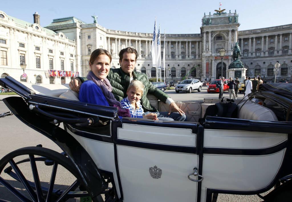 Erste Bank Open 2013, Wiener Stadthalle: Tommy Haas mit seiner Schwester Sabine und Neffe bei einer Kutschenfahrt im Fiaker durch Wien (Copyright e motion/zolles.com/Robert Zolles) (16.10.2013)