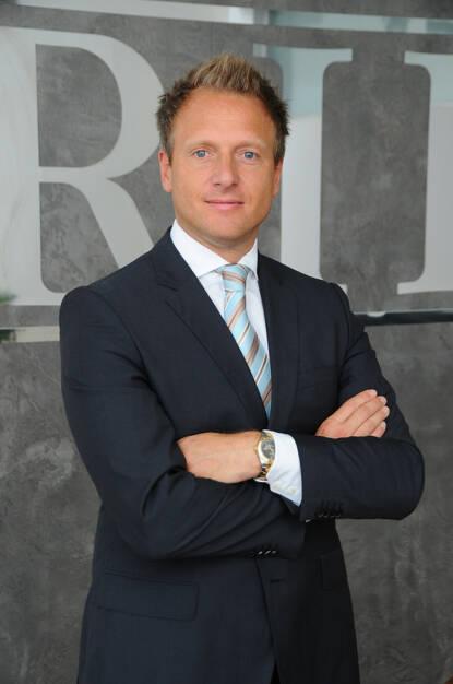 Gerald Martens, CEO der RIH anlässlich der Übernahme des Lackproduzenten Helios (Bild: Ring International Holding) (16.10.2013)