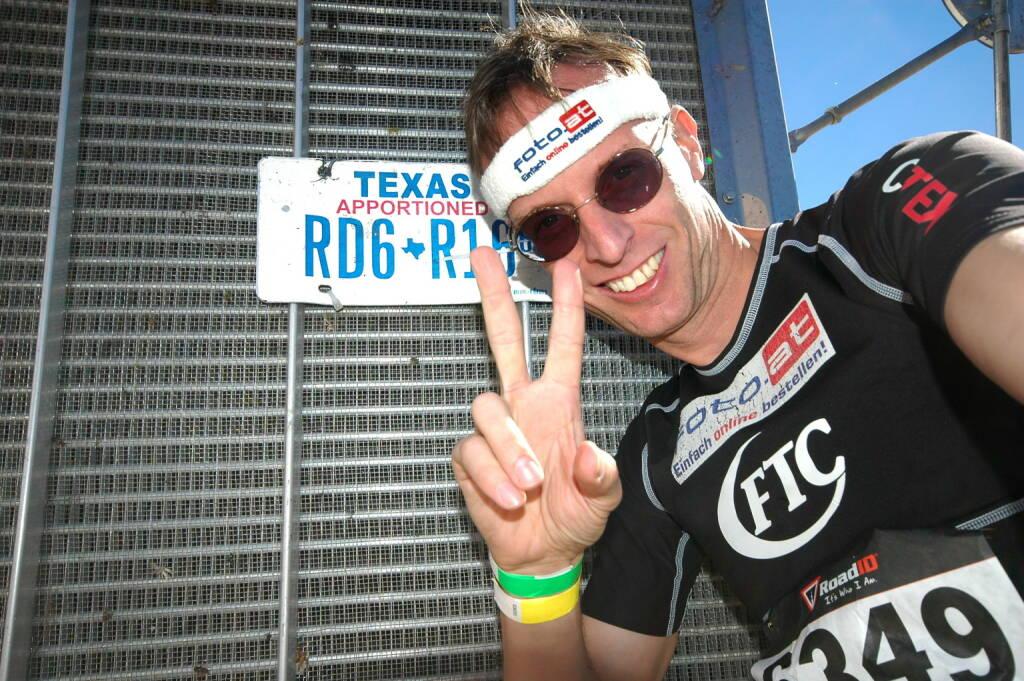 Und wieder Rolf Majcen (FTC): Nur 2 Wochen nach seinem Sieg beim Treppenlauf auf das Central Plaza Gebäude in Hong Kong durfte sich der Niederösterreicher Rolf Majcen mit Saisonsieg Nummer 4 erneut über einen neuen Streckenrekord freuen. Er bewältigte die 1540 Stufen (70 Stockwerke) im  281 Meter hohen Bank of America Plaza, dem höchsten Gebäude von Dallas, in 8:57 Minuten am schnellsten. Für Majcen war es im 90. Treppenlauf seiner Karriere der 19. Sieg (20.10.2013)