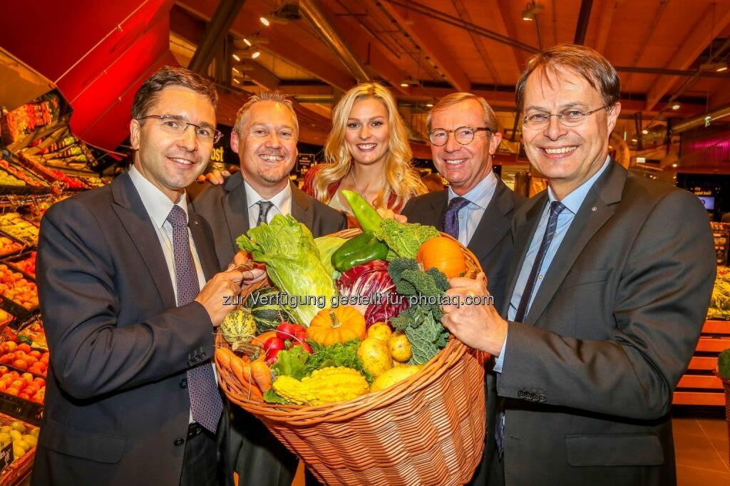 Maximarkt Neueröffnung Anif, Salzburg: Markus Kaser, Thomas Schrenk, Miriam Höller, Stunt Model, Wilfried Haslauer, Gerhard Drexel (Bild: wildbild) (22.10.2013)