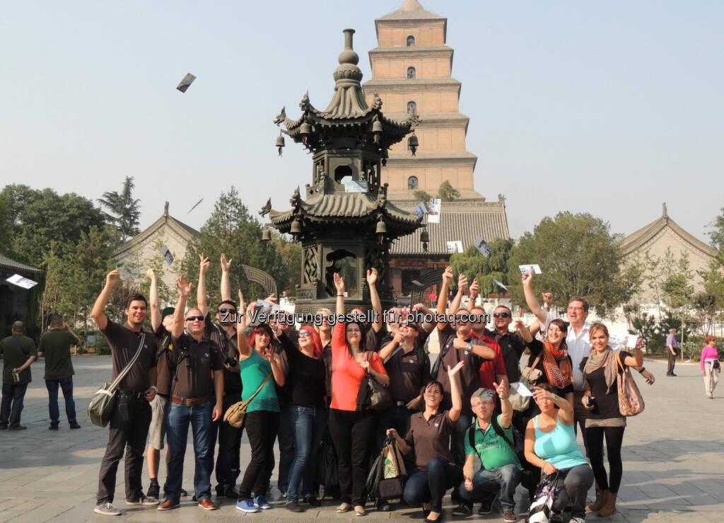 Für 21 Mitarbeiter von FACC war die Reise nach China ein Gewinn - eine Gruppe von Mitarbeiterinnen und Mitarbeitern von FACC verbrachte acht eindrucksvolle Tage in Asien (c) FACC (23.10.2013)