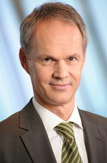 Martin Grüll, CFO RBI (25. Oktober), finanzmarktfoto.at wünscht alles Gute!, © entweder mit freundlicher Genehmigung der Geburtstagskinder von Facebook oder von den jeweils offiziellen Websites  (25.10.2013)