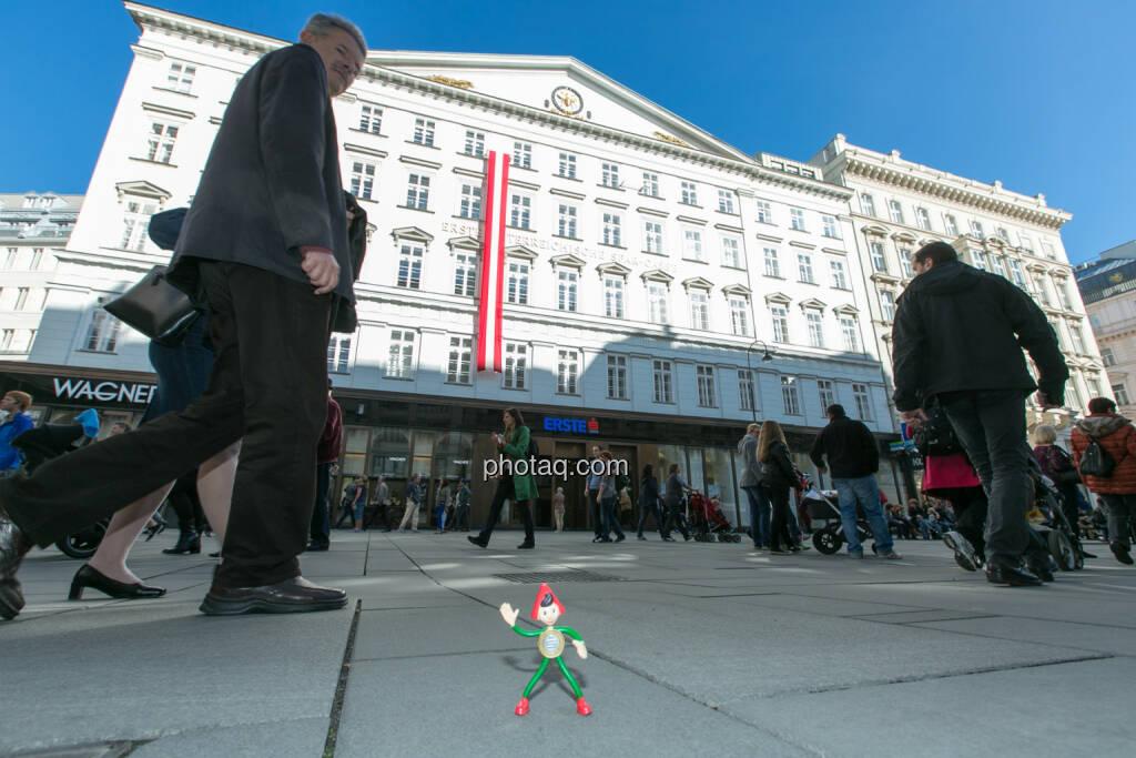 Sparefroh vor der Erste Bank am Graben, © Martina Draper (26.10.2013)