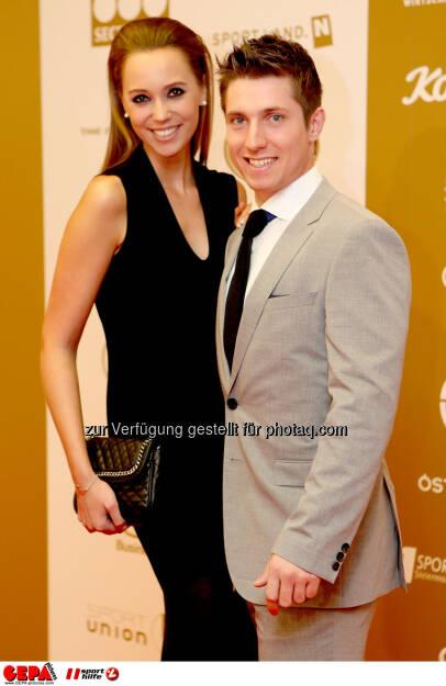 Marcel Hirscher (AUT) mit seiner Freundin Laura Moisl. Foto: GEPA pictures/ Christian Walgram (02.11.2013)