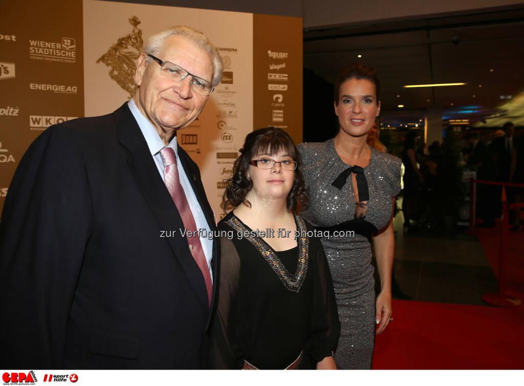 Hermann Kroell (Special Olympics), Theresa Breuer (AUT) und Katharina Witt. Foto: GEPA pictures/ Hans Oberlaender  (02.11.2013)