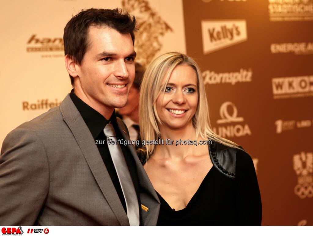 Mathias Lanzinger (AUT) mit seiner Frau Eva. Foto: GEPA pictures/ Walter Luger (02.11.2013)