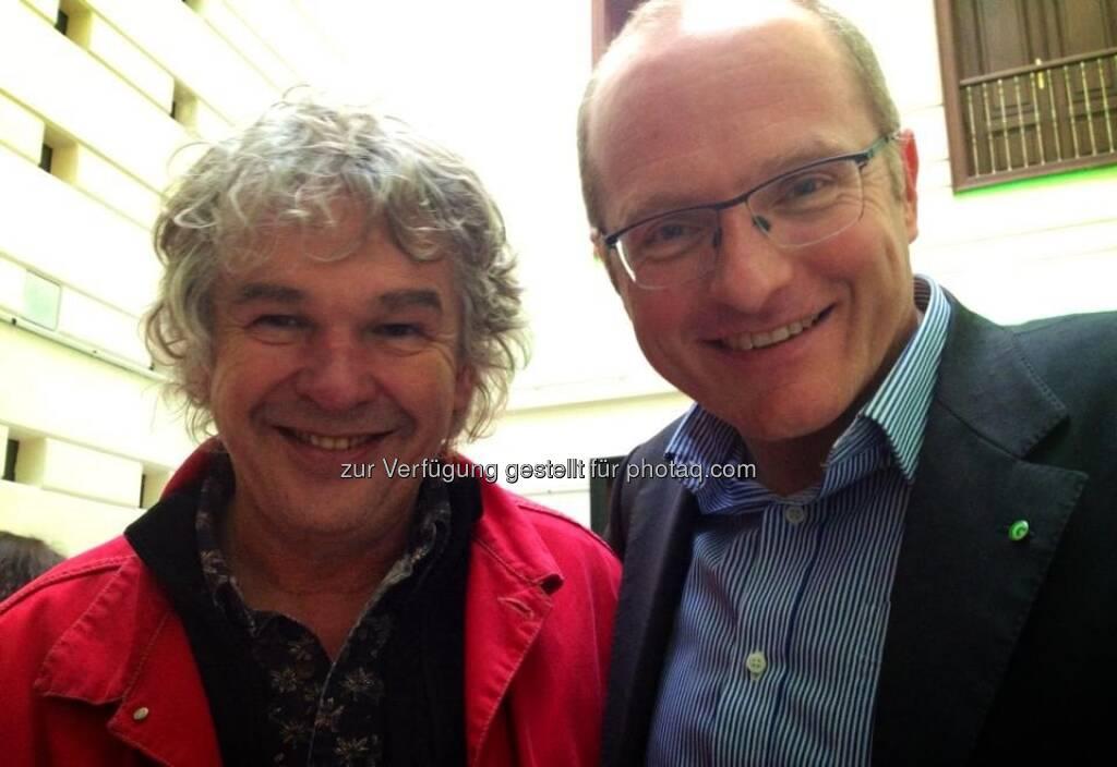 Volker Plass (mit Heini Staudinger, li.): Netter Besuch bei unserer Tagung. Er hat Waldviertler an den Füßen! :-), © Grüne Wirtschaft (15.12.2012)