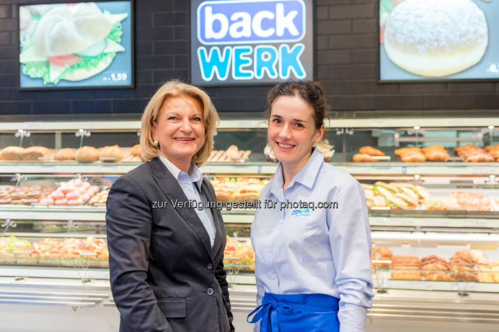 Die Selbstbedienungsbäckerei BackWerk hat ihren einen neuen Shop in Wien eröffnet und hält damit österreichweit bereits bei 21 Standorten, Ingrid Dubowy, Geschäftsführerin von BackWerk mit Franchise-Partnerin Tetyana Schenk (Bild: BackWerk, Anna Rauchenberger) (11.11.2013)