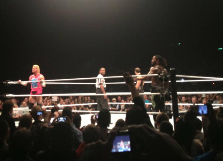 Dolph Ziggler kam beim Publikum besonders gut an, weniger Dean Ambrose, mittel Kofi Kingston