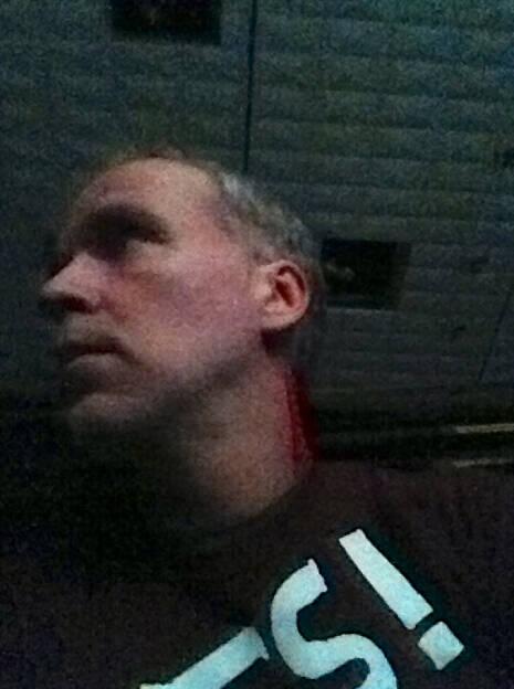 Yes! Einer, der wegen einer Halsverletzung (rotes Tape) nicht mitwrestlen konnte (17.11.2013)