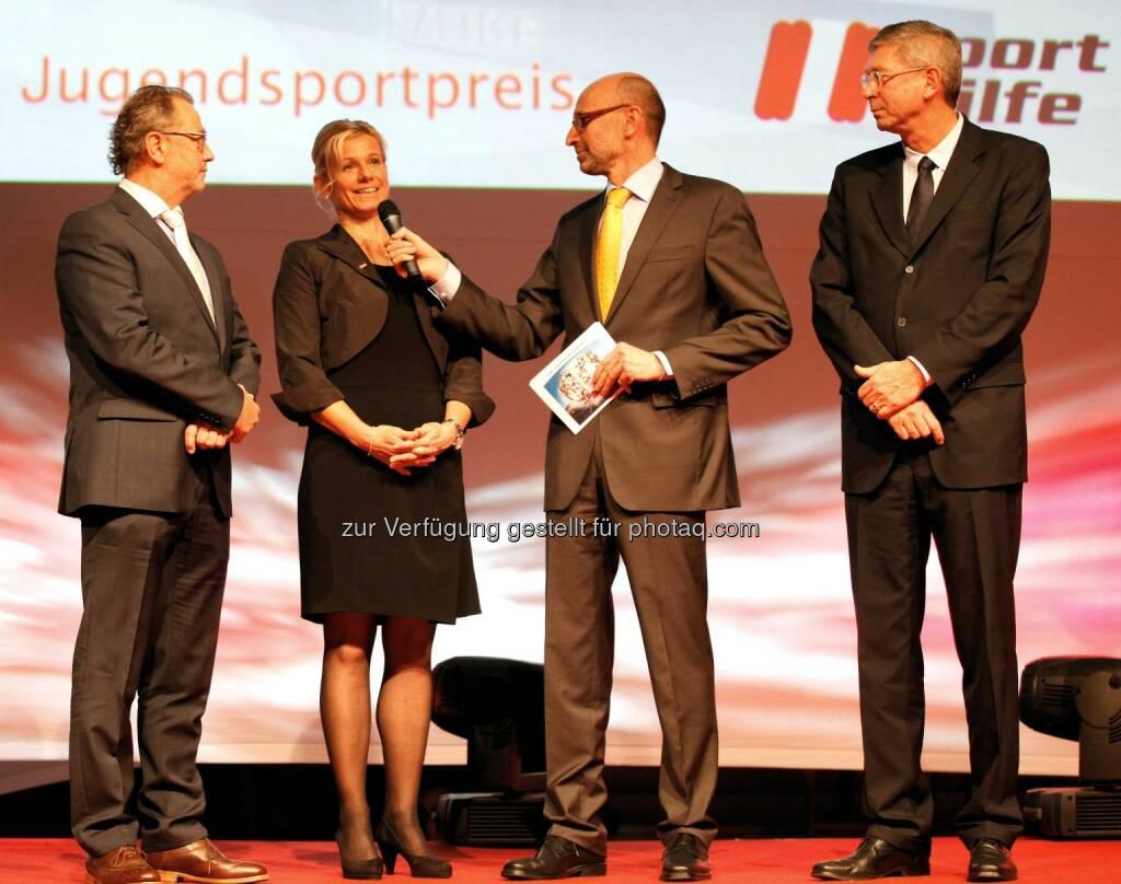 Franz Appesbacher (E.ON), Eva Helfert Wittl, Moderator Tom Blaeumauer und Geschaeftsfuehrer Harald Draub (E.ON). (Foto: GEPA pictures/ Mathias Mandl) (29.11.2013)