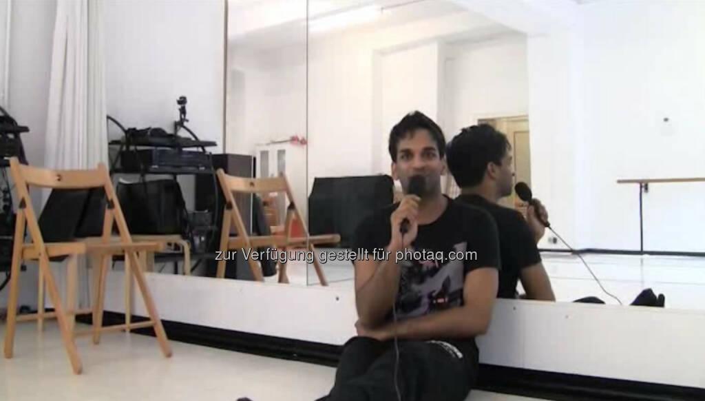 Ramesh Nair, Choreograph, Regisseur, Schauspieler, Sänger, Tänzer Bekannt geworden ist Ramesh Nair als 'Der Inder', jetzt erzählt er uns über seine Tätigkeit als Schauspieler, Tänzer, Sänger, Regisseur, Choreograph und Moderator. Im Tanzstudio Manhart im schönen Wien, nahm er sich für uns Zeit. Das Video (4:32min.) dazu unter http://www.whatchado.net/videos/ramesh_nair, © whatchado (05.12.2013)
