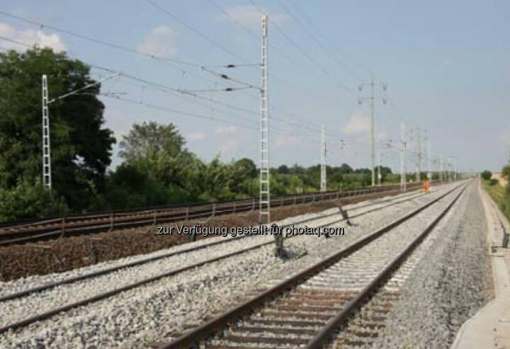Als Teil eines Konsortium erhielt die Strabag AG, eine Tochter des österreichischen börsenotierten Baukonzerns Strabag SE, den Auftrag zur Modernisierung der 42,2 km langen Bahnstrecke Vintu de Jos–Simeria im Westen Rumäniens nahe der Stadt Sibiu. Der Auftragswert beläuft sich auf € 317 Mio., wovon Strabag Arbeiten mit einem Volumen von zumindest € 66 Mio. im Bereich des Gleis-, Ingenieur-, Erd- und Straßenbaus ausführen wird.