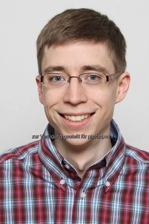 """Thomas Würthinger wurde mit dem """"Heinz Zemanek Preis"""" ausgezeichnet. In seiner JKU-Dissertation """"Dynamic Code Evolution for Java"""" ist es ihm gelungen, die Wartung für Computersysteme zu revolutionieren, für Updates war es bislang nötig, die Systeme abzuschalten und neu zu starten. Dies war ein großes Problem für komplexe Serversysteme, Würthinger hat eine Lösung"""