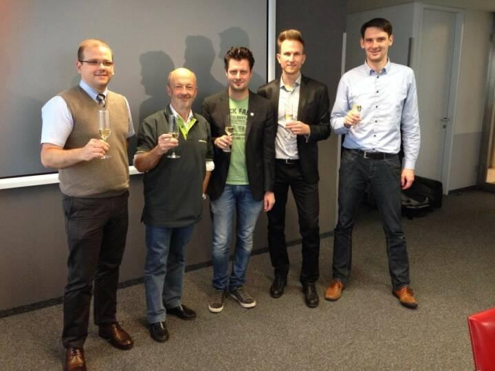 LineMetrics und Hansi Hansmann nach dem Signing: Wolfgang Hafenscher, Hansi Hansmann, Alfred Luger, Alexander Dopler und Reinhard Nowak bei der Verlagsgruppe News