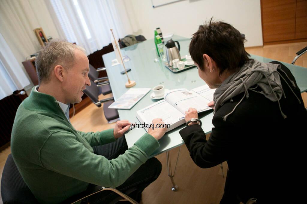 Christian Drastil, Margarita Hoch (Sanochemia Pharmazeutika AG), © finanzmarktfoto.at/Martina Draper (12.12.2013)