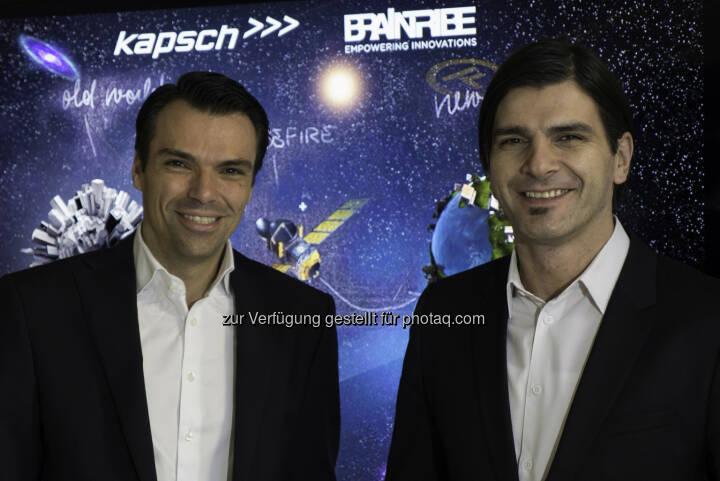 Jochen Borenich (COO Kapsch BusinessCom) und Stefan Ebner (CEO von Braintribe.) - Kapsch BusinessCom startet eine Partnerschaft mit Braintribe und erweitert damit das Angebot innovativer IT-Lösungen im Applikationsumfeld für seine Geschäftskunden. (Foto: Kapsch)