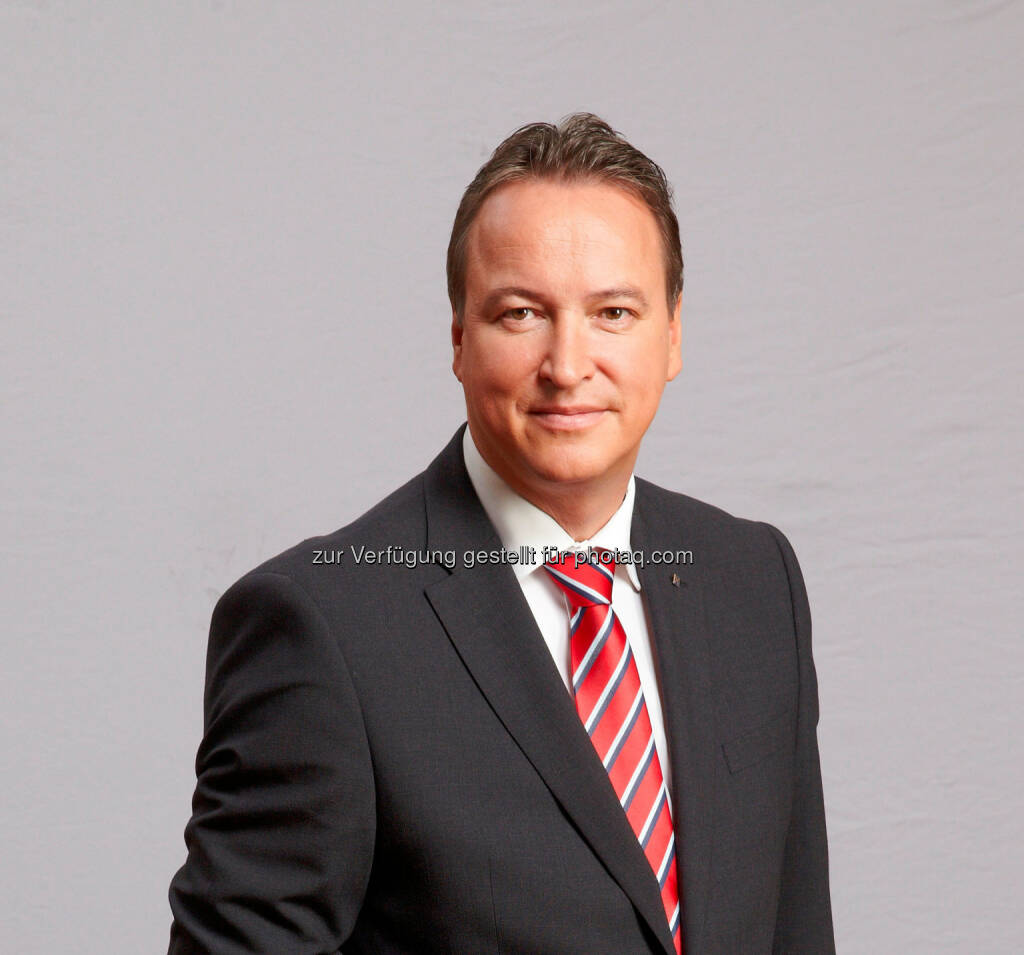 Robert Eckmair verantwortet künftig alle Firmenkunden-Marktbereiche der RLB OÖ  Foto: Erwin Wimmer (17.12.2013)