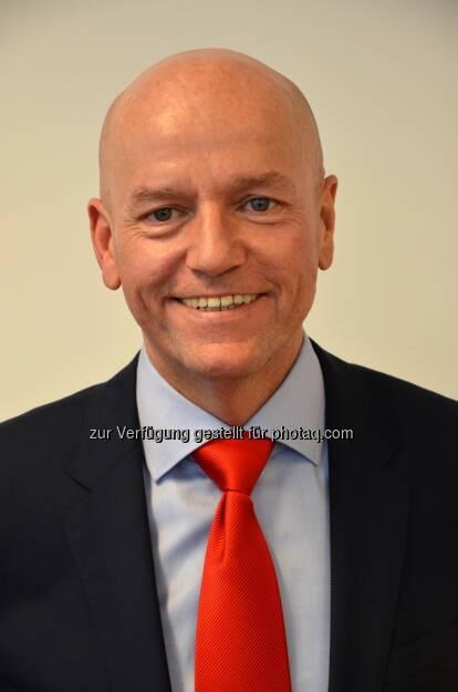 Herbert Printschitz neuer Landesdirektor der s Versicherung Kärnten. Er löst damit Landesdirektor Josef Hammer ab, der nach 30-jähriger Tätigkeit in den Ruhestand tritt. Herbert Printschitz ist seit 1989 in der Sparkassengruppe tätig und war zuletzt Salesmanager der s Versicherung.  (Bild: s Versicherung) (13.01.2014)