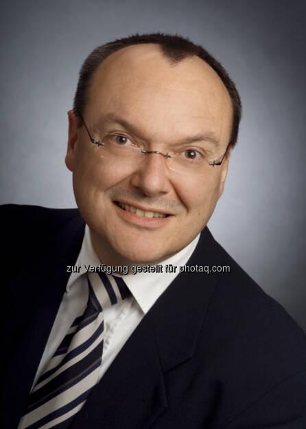 Siegfried Schön (51) hat nach seinem Einstieg als Fachbereichsleiter für ZNS und Anästhesie bei GSK Deutschland im Jahr 1999 diverse Führungsrollen in Europa übernommen. Er hat an der Uni München  Medizin studiert, gefolgt von einem Doktorat an der Uni Regensburg und einem Postdoctoral Fellowship am Massachusetts Institute of Technology, Dept. of Brain and Cognitive Sciences in Cambridge/USA. Siegfried ist seit 12 Jahren außerplanmäßiger Professor an der Neurologischen Klinik, RWTH Aachen, wo er sieben Jahre lang vor seinem Eintritt bei GSK Assistenz- und Oberarzt war. , © GSK (15.01.2014)