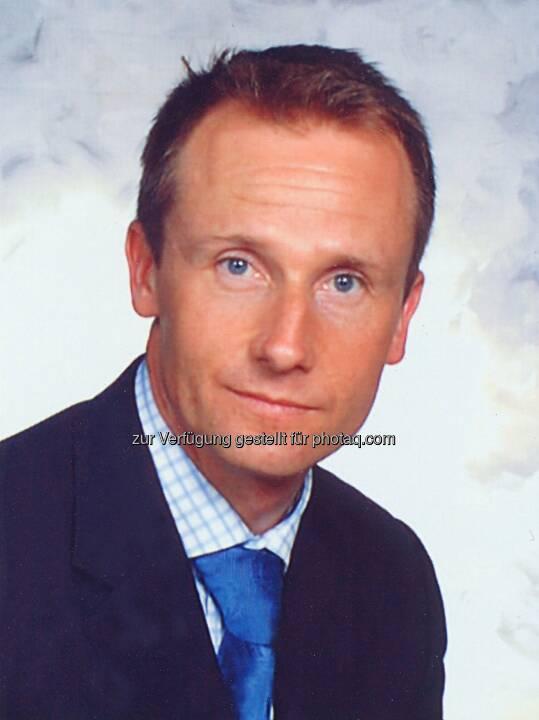 Harald Handle (46), Therapy Area Manager Respiratory, hat 1992 als Pharmareferent in der Pharmabranche gestartet und nach dem nebenberuflichen Uni-Lehrgang für Verkauf und Mar-keting in einem führenden Unternehmen die Funktion des Regionalleiters übernommen. 2003 ist der gebürtige Innsbrucker in die Marketingabteilung nach Wien gewechselt.