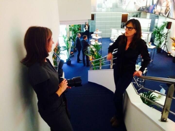 Martina Draper und Anita Witek, die den artstripe 2014 für Accenture gestaltet hat (c) Sitte