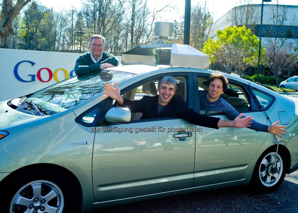 Eric Schmidt, Executive Chairman, CEO Google, Larry Page, CEO, Google, Sergey Brin, Mitbegründer Google, in einem selbstfahrenden Auto, © Google (Homepage) (25.01.2014)