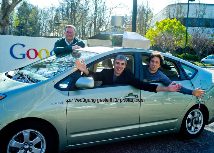 Eric Schmidt, Executive Chairman, CEO Google, Larry Page, CEO, Google, Sergey Brin, Mitbegründer Google, in einem selbstfahrenden Auto