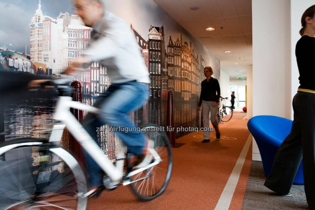 Indoor-Fahrradweg in den Niederlanden, Google, © Google (Homepage) (25.01.2014)