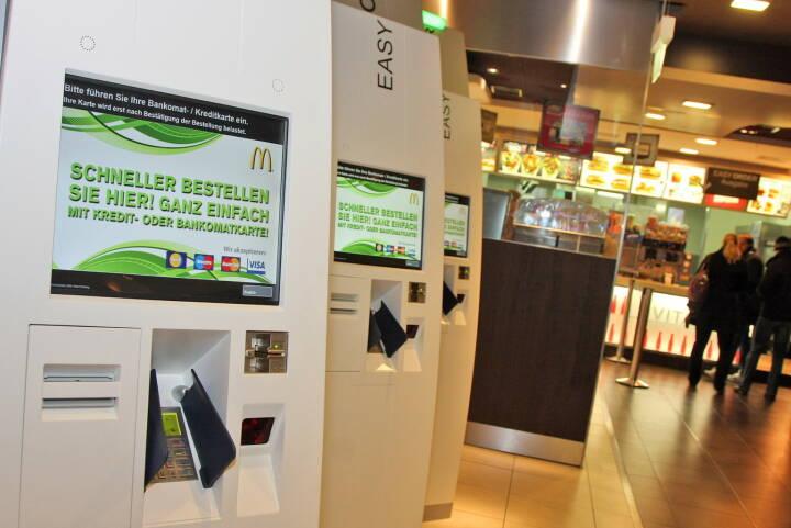 Self-Order-Kiosk bei McDonald's in der Mariahilfer Straße 85-87 (C) PayLife