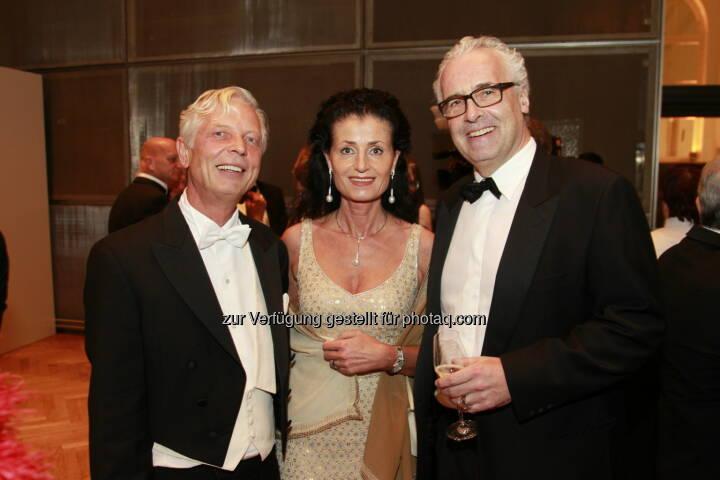 Reinhard Einwaller, Peter Marschall und Gattin, Immobilienball 2014 (Foto: epmedia)