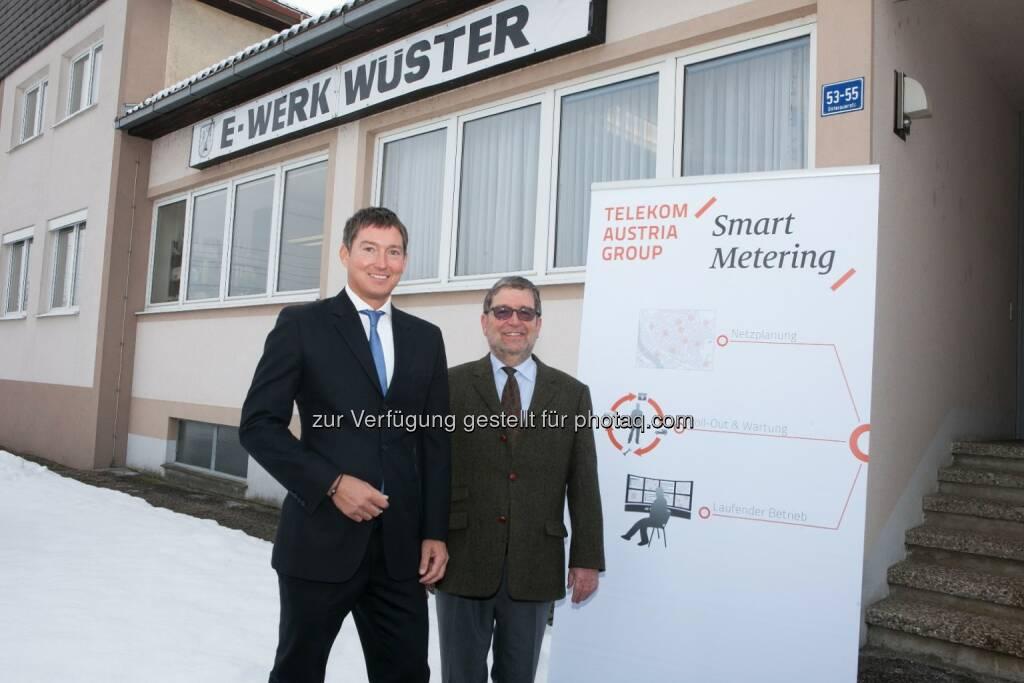 Bernd Liebscher (Geschäftsführer Telekom Austria Group M2M) und Peter Wüster (Geschäftsführer E-Werk Wüster) - Telekom Austria Group M2M und E-Werk Wüster realisieren erste umfassende Einführung von Smart Metering in Österreich. (Bild: TAG/APA/Nielsen) (29.01.2014)