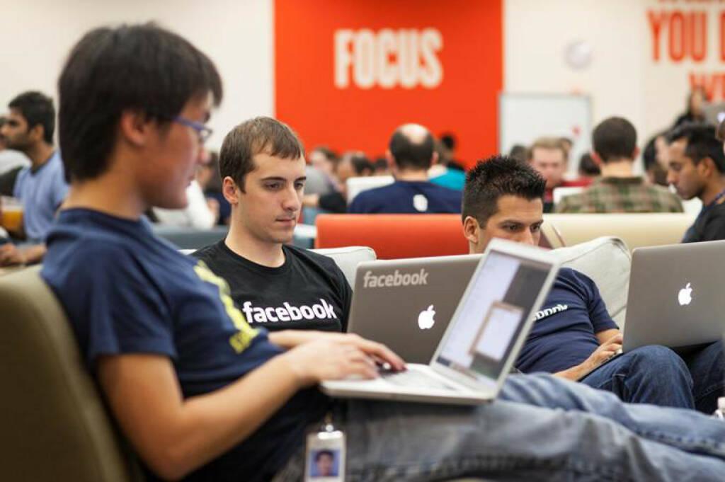 Employees Hacking, facebook, © facebook (homepage) (31.01.2014)