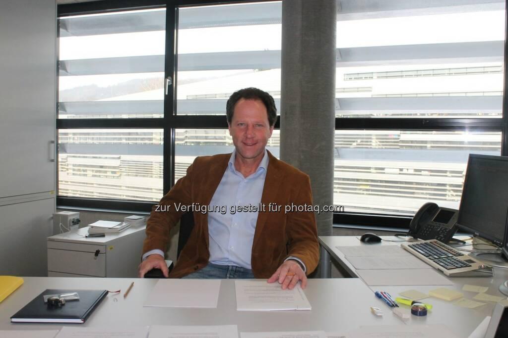 Gerhard Larche forscht am Institut für Finanzmathematik der Johannes Kepler Universität (JKU) Linz  mit seinem Team an hochkomplexen Fragestellungen der mathematische Wahrscheinlichkeitstheorie. Die Anwendungsbereiche reichen von Banken und Versicherungen über Physik bis zu Biologie und Medizin. (C) JKU (04.02.2014)