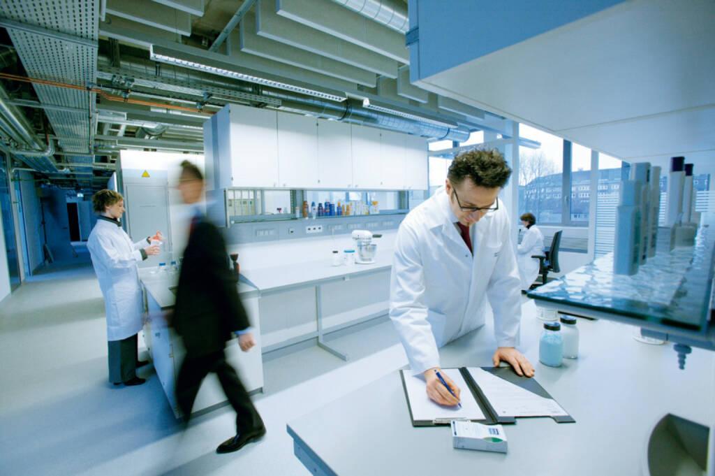 Mitarbeiter F&E Neues Forschungszentrum Hamburg Beiersdorf, © Beiersdorf AG (Homepage) (06.02.2014)