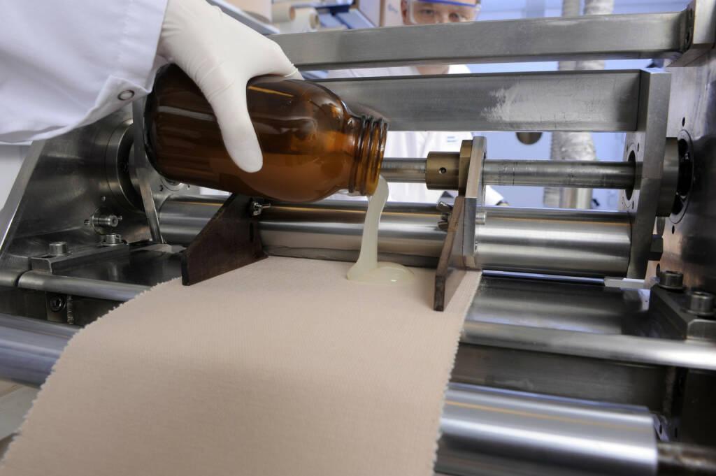 Herstellung eines Pflasters im Labor, Beiersdorf, © Beiersdorf AG (Homepage) (06.02.2014)