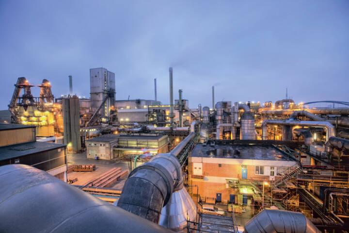 Luftbild des Hamburger Werks in der Dämmerung, Aurubis AG, (C) Michael Lange