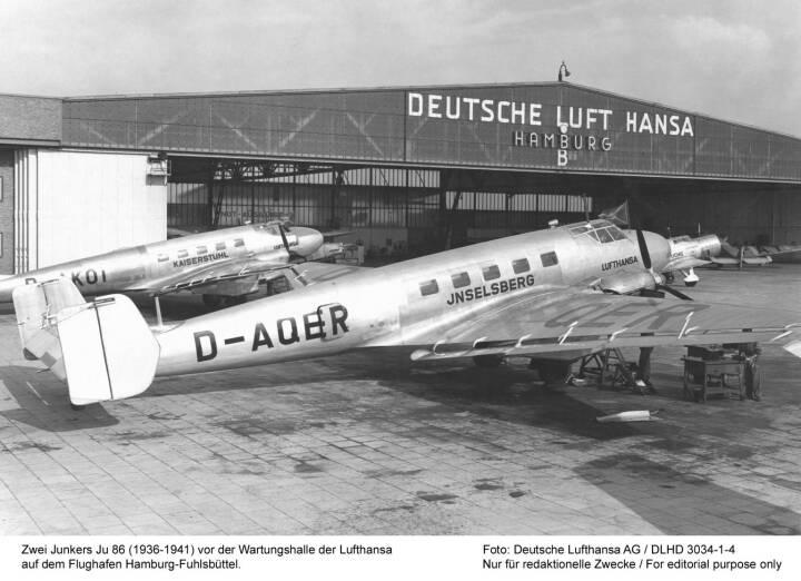 Zwei Junkers Ju 86 (1936-1941) vor der Wartungshalle der Lufthansa auf dem Flughafen Hamburg-Fuhlsbuettel.Foto: Deutsche Lufthansa AG / 1936DLHD3034-1-4