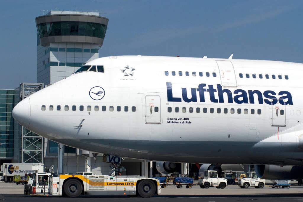 Lufthansa Boeing B747-400 auf dem Rollweg vor dem C/D Riegel auf dem Flughafen Frankfurt,  Foto: Ingrid Friedl                 , © Lufthansa AG (Homepage) (17.02.2014)