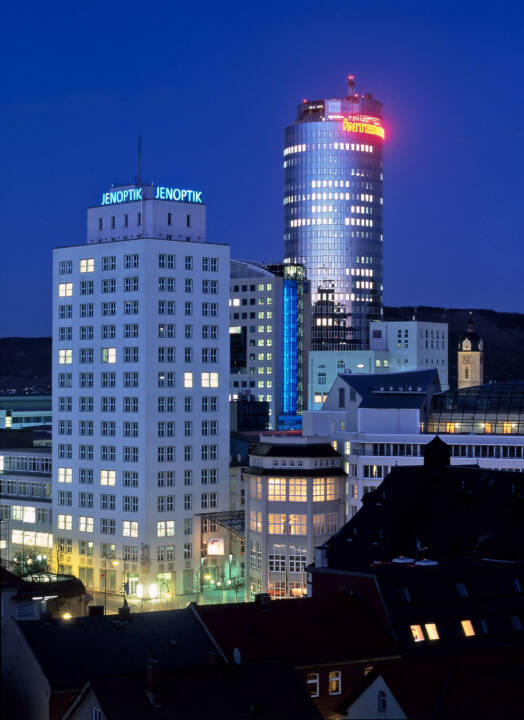 Ernst-Abbe-Hochhaus bei Nacht, Jenoptik AG