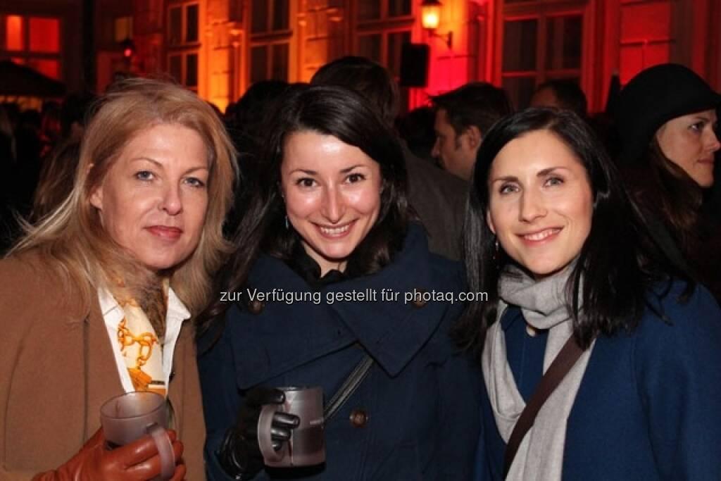 Christa Scholl (Geschäftsführerin vom DIRK),  Silvia Humitsch (Ö. Post), Marlene Binder (C.I.R.A.), © Wiener Börse AG (15.12.2012)
