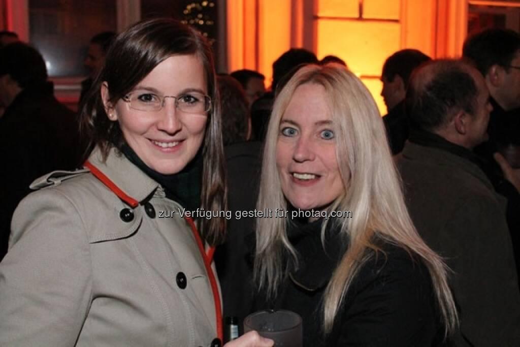 Julia Kollmitzer und Natascha Keferböck (Wiener Börse), © Wiener Börse AG (15.12.2012)
