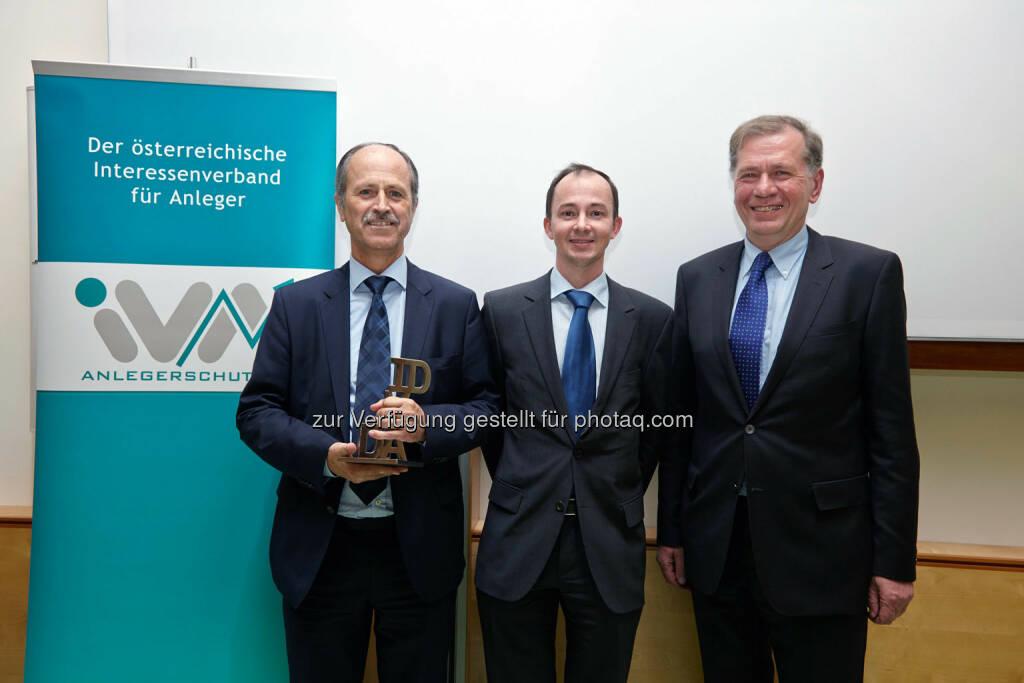 Der IVA-David 2013 ging an die voestalpine AG - entgegengenommen von Hubert Possegger und Gerald Resch. Mit dieser Auszeichnung, die einmal jährlich an Unternehmen und Persönlichkeiten verliehen wird, werden wesentliche Beiträge zur Förderung der Kapitalmarktkultur und aktionärsfreundliches Engagement gewürdigt. , © IVA (24.02.2014)