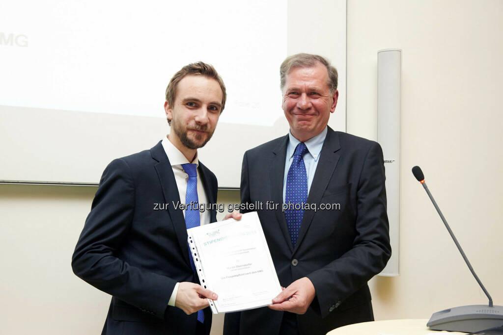 """Martin Oberndorfer - Anerkennungspreis für die Dissertation """"Die Prospektpflicht nach dem KMG"""" im Wert von 1.000 Euro, © IVA (24.02.2014)"""