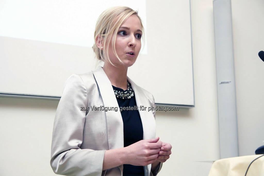 """Martina Haudum - Anerkennungspreis für die Dissertation """"Kronzeugen im Straf- und Kartellrecht"""" im Wert von 1.000 Euro , © IVA (24.02.2014)"""